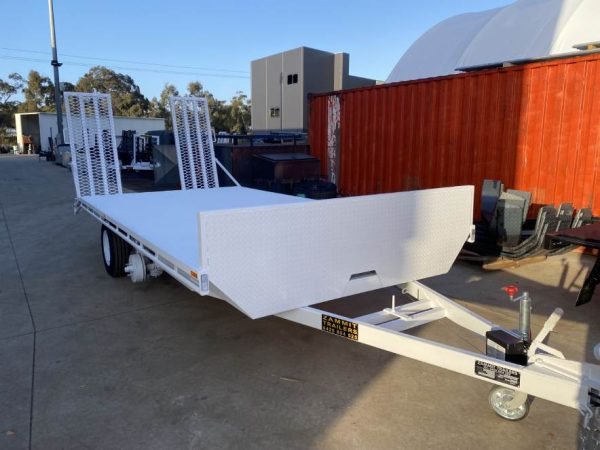 Custom White Trailer Builders